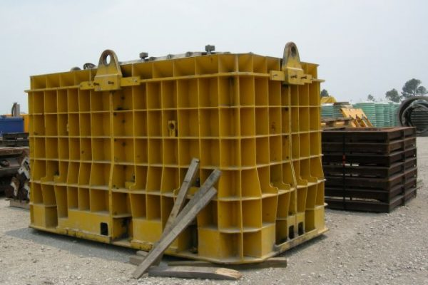 HawkeyePedershaab Box Culvert form equipment