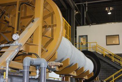 Hydrostatic tester hydraulic powered bulkheads